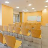 Seminarraum mit Whiteboard, Digitalprojektor & Flipchart