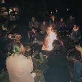 musikalisches Beisammensein am Abend beim Lagerfeuer mit Drumming-Sessions von Modostko Mokli