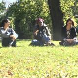 Beisammensein im Musäuspark auf dem Campus der EJBW