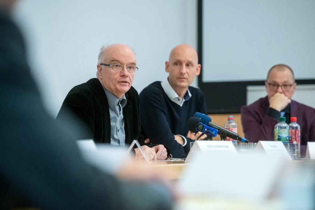 Prof. Volkhard Knigge von der Gedenkstätte Buchenwald, Eric Wrasse von der EJBW, Ralf Kirsten, Bürgermeister der Stadt Weimar (v.l.n.r.)